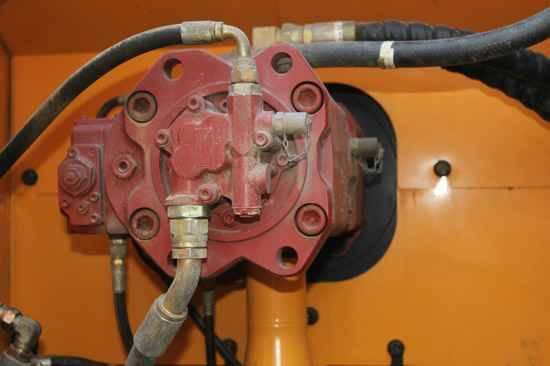 日立挖掘机EX220-2故障维修案例