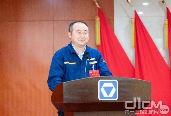 事业部副总经理张丰亭作厂务公开、集体合同制度执行情况报告