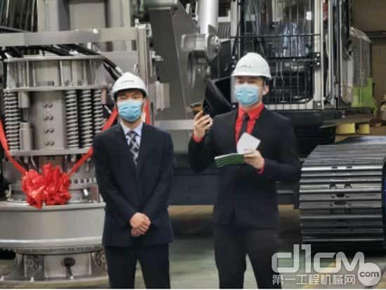 中联重科桩工机械研发中心产品平台经理张方红介绍新品