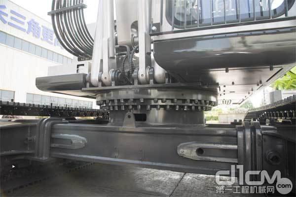 中联重科ZR240C-3旋挖钻机采用成熟可靠的老款ZR280A-1同级别底盘