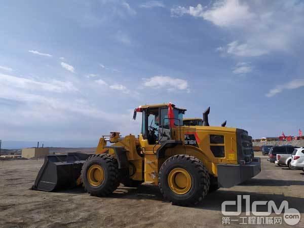 矿业公司内的雷沃FL976H装载机