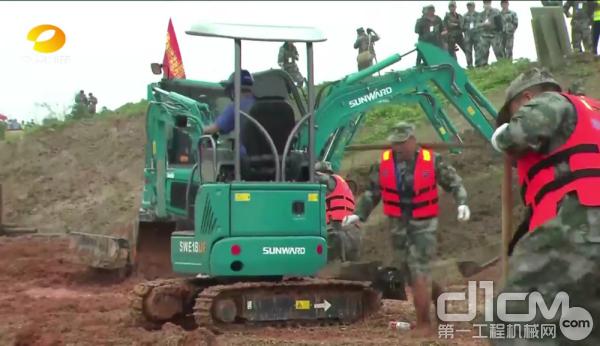 山河智能挖掘机参与湖南省2020年抗洪抢险应急演练